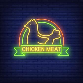 Sinal de néon de carne de frango. galinha com arcos coloridos e texto no pergaminho.