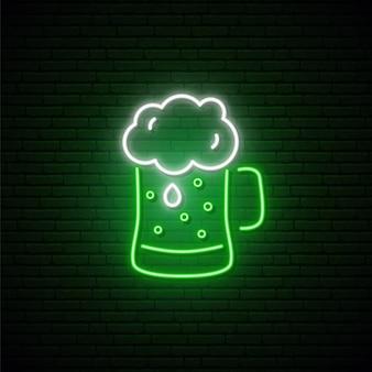 Sinal de néon de cerveja verde.