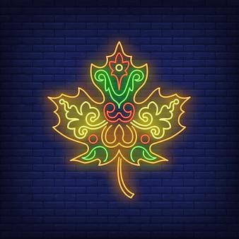 Sinal de néon de folha de bordo bonito