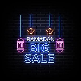Sinal de néon de grande venda do ramadã na parede de tijolos pretos
