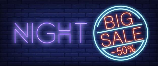 Sinal de néon de noite grande venda