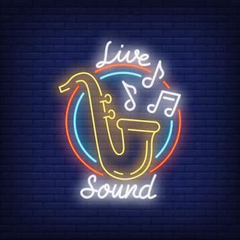 Sinal de néon de som ao vivo. saxofone com notas da música no frame redondo na parede de tijolo.