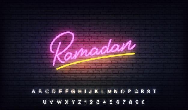 Sinal de néon do ramadã. letras brilhantes modelo para celebração de ramadan kareem