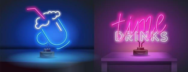 Sinal de néon isolado realista de vetor de letras de tempo de bebidas para decoração e cobertura no fundo da parede. ícone de néon para a barra. coquetel em estilo neon para seu projeto