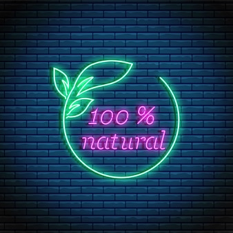 Sinal de produto 100% natural de néon brilhante. símbolo eco verde. logotipo de produtos orgânicos em estilo neon.