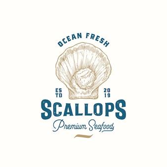 Sinal, símbolo ou logotipo abstrato de vieiras frescas do oceano