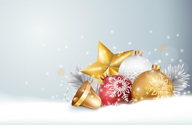 Sino de natal com bolas vermelhas e douradas e neve