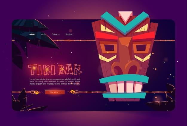 Site de bar tiki com máscara tribal de madeira e tochas acesas em uma vara de bambu