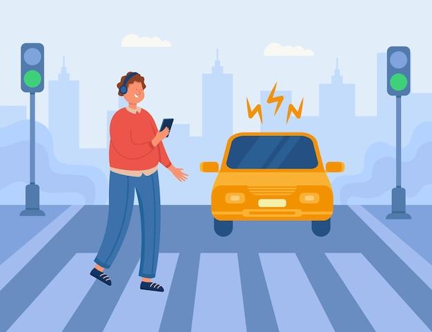 Situação perigosa na faixa de pedestres com menino descuidado usando fones de ouvido