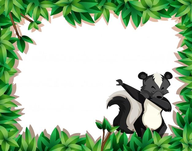 Skunk na moldura de natureza com copyspace