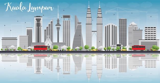 Skyline de kuala lumpur com edifícios de cinza e reflexões