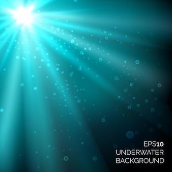 Sob a água fundo do oceano azul profundo com bolhas. raios de sol na água do mar