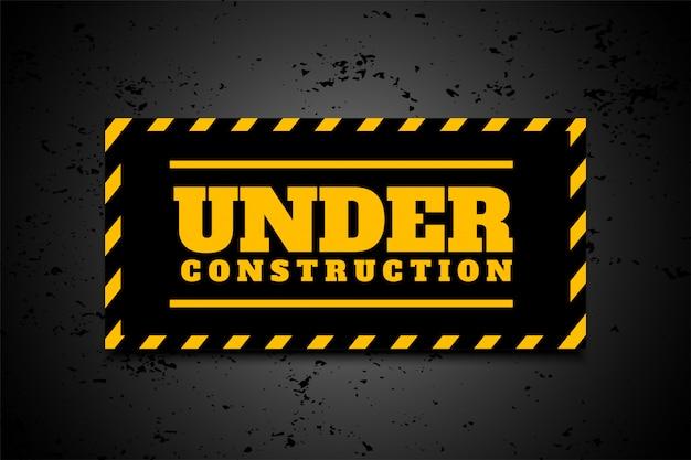 Sob fundo industrial de construção em listras pretas amarelas
