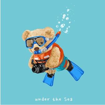 Sob o mar, slogan com ilustração vetorial de mergulho com boneca de urso