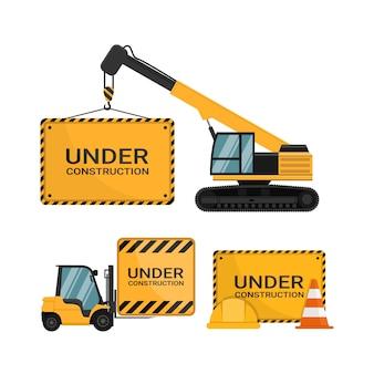 Sob o sinal de publicidade de construção com cone de segurança e capacete de segurança