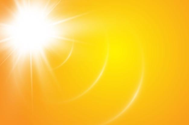 Sol quente sobre um fundo amarelo. raios solares leto.bliki.