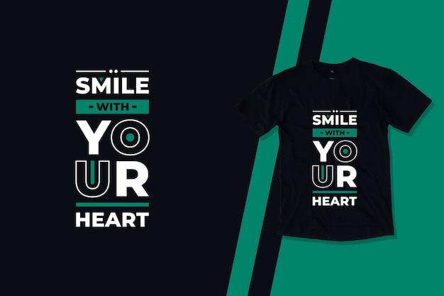 Sorria com seu coração tipografia moderna citações inspiradoras design de camisetas