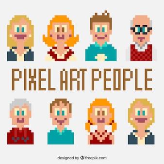 Sorrindo agradáveis personagens pixelizada