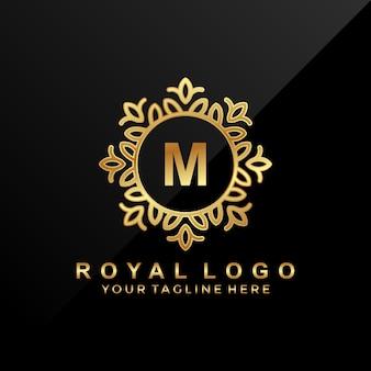 Spa, salão de beleza, hotel, logotipo de luxo letra m.