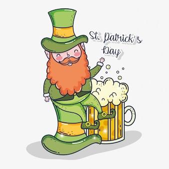 St patrick homem no chapéu com copo de cerveja