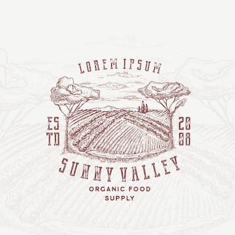 Sunny valley retro distintivo ou modelo de logotipo.