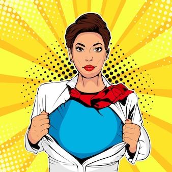 Super-herói feminino de pop art mostra t-shirt