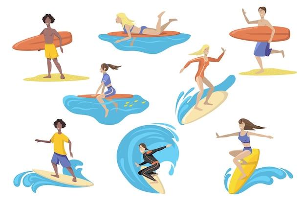 Surfistas felizes com conjunto plano de pranchas de surf