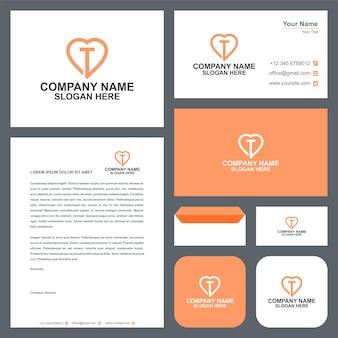 T design de vetor de amor de logotipo inicial e cartão de visita premium