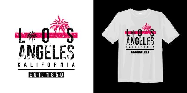 T gráfico de los angeles califórnia com silhueta de palmeiras tropicais