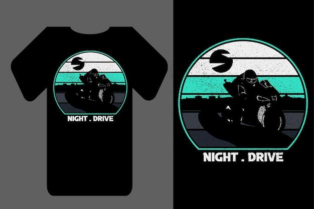T-shirt de maquete silhueta noite drive retro vintage