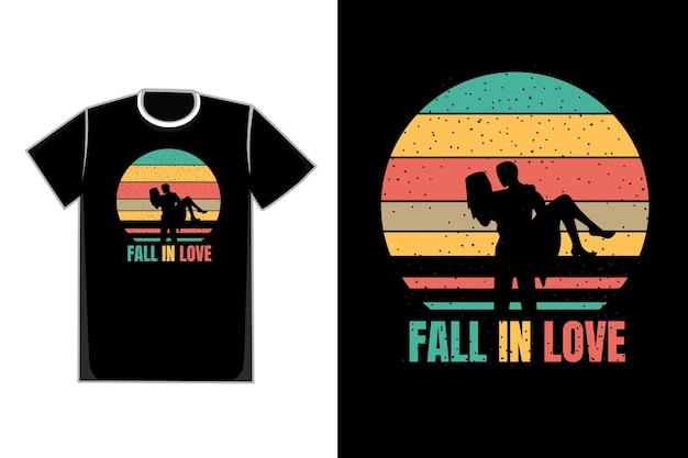 T-shirt de título de casal romântico apaixonado cor azul amarelo laranja e marrom