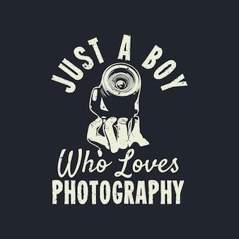 T-shirt design apenas um menino que adora fotografia com a mão segurando uma câmera e ilustração vintage de fundo colorido azul escuro