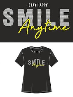 T-shirt do design da tipografia do sorriso
