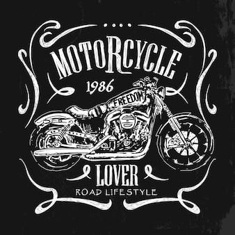 T-shirt do vetor desenhado da mão da motocicleta vintage.