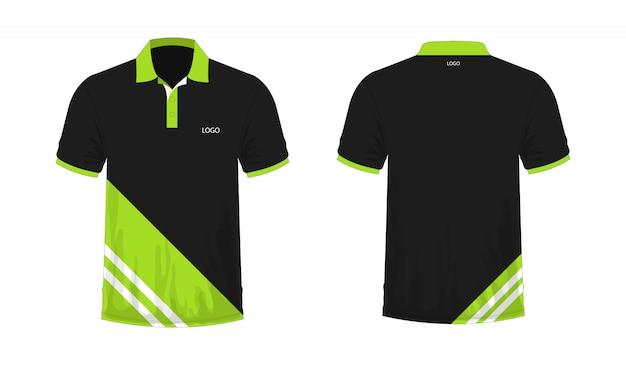 T-shirt polo modelo verde e preto para o projeto em fundo branco.