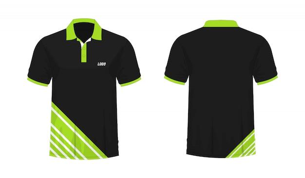 T-shirt polo modelo verde e preto para o projeto no fundo branco.