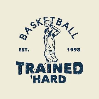 T-shirt slogan tipografia basquete treinado duro com jogador de basquete jogando basquete ilustração vintage