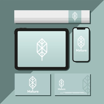 Tablet e pacote de elementos de conjunto de maquete em design de ilustração azul