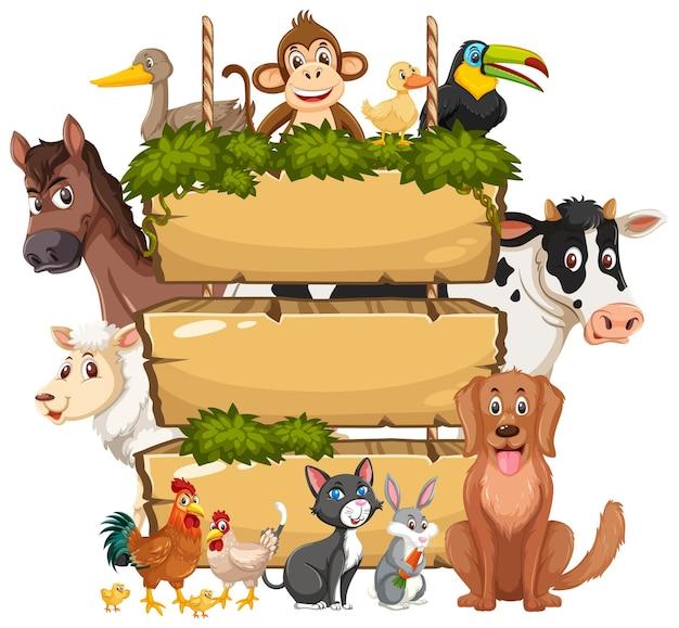 Tábua de madeira vazia com vários animais selvagens