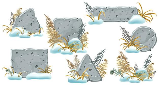 Tábuas de pedra com montes de neve, grama e samambaias.