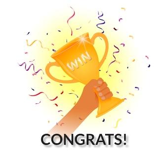 Taça de prêmios em uma mão. ganhar! parabéns!