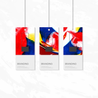 Tag de roupa com design artístico