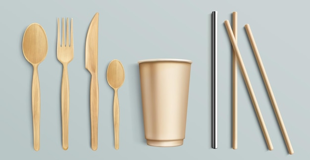 Talheres de madeira, copo de papel e canudo de metal