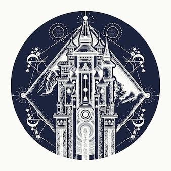 Tatuagem medieval de castelo e montanhas