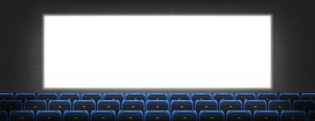 Tela de cinema, mesa de luz na sala de cinema