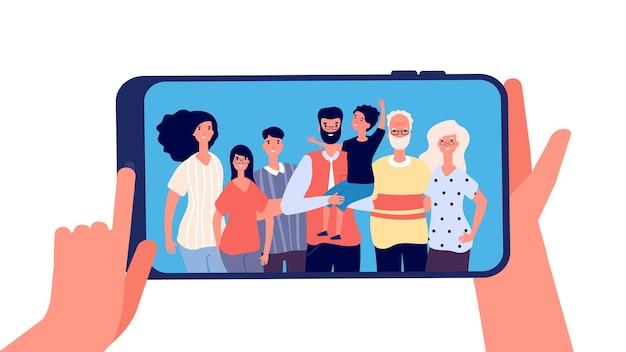 Telefone com foto de família. mãos segurando um smartphone com uma família feliz e sorridente