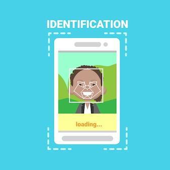 Telefone inteligente, carregando o sistema de identificação de rosto digitalização controle de acesso de usuário masculino afro-americano