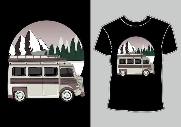 Temático de carro e camisa de aventura s acampar com carros na montanha