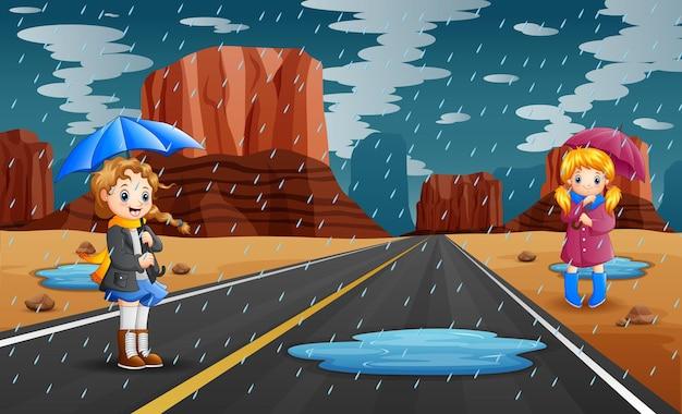 Temporada de chuvas com meninas segurando guarda-chuva
