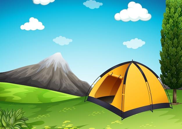 Tenda amarela no acampamento